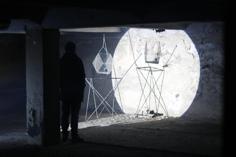 """""""Gdańsk 2020"""" będzie kolekcją interdyscyplinarną, zawierającą prace wizualne, audiowizualne, muzyczne, performatywne, literackie... Nz. Stany skupienia - projekt Macieja Chodzińskiego zrealizowany podczas cyklu Miejsca#1, także organizowanego przez Instytut Kultury Miejskiej"""