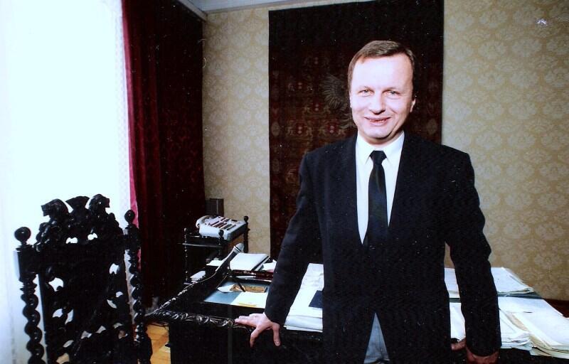 Jacek Starościak jako prezydent Gdańska w swoim gabinecie