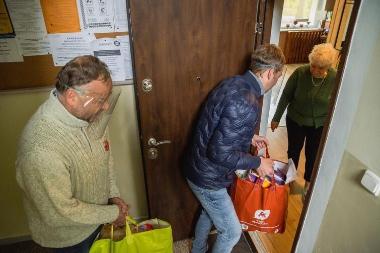 Pierwsze paczki pomocowe trafiły do mieszkańców w poniedziałek, 11 maja