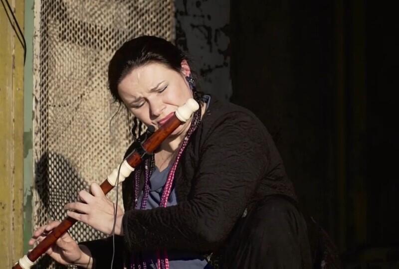 Maja Miro-Wiśniewska to flecistka specjalizująca się w grze na instrumentach historycznych, ale też kompozytorka i autorka projektów intermedialnych