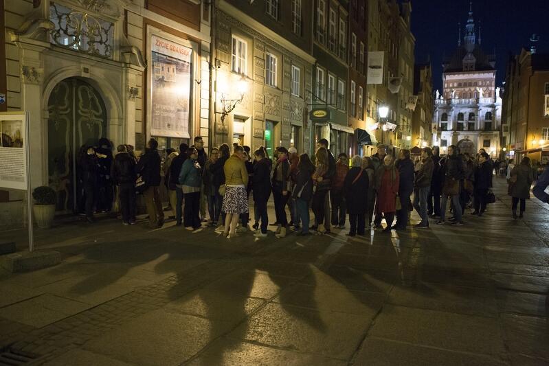 Znakiem rozpoznawczym Europejskiej Nocy Muzeów co roku są długie kolejki, które jednak nie odstraszają chętnych do zwiedzenia kulturalnych instytucji o nietypowej porze. W tym roku kolejek uda się uniknąć - tegoroczna edycja z powodu koronawirusa odbędzie się bowiem online