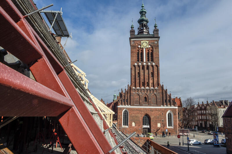 Widok na kościół św. Katarzyny - świątynię wznoszono w latach 1227-1239, pierwszy carillon zamontowano tu w 1575 roku