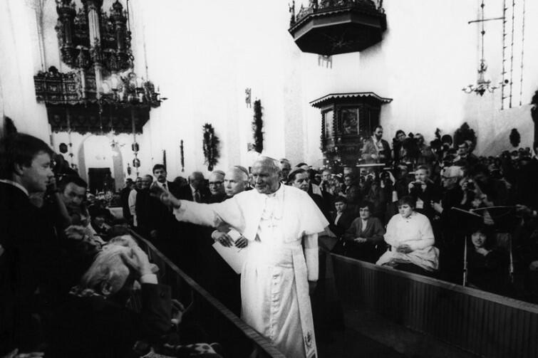 Podczas swojej pierwszej gdańskiej pielgrzymki w Bazylice Mariackiej na papieża czekały osoby z niepełnosprawnościami
