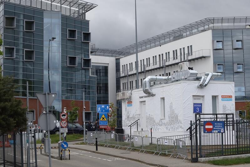 Lokalizacja centrum testowego Covid-19 `walk-thru` przy ul. Bażyńskiego 4 w Oliwie, kampus Uniwersytetu Gdańskiego