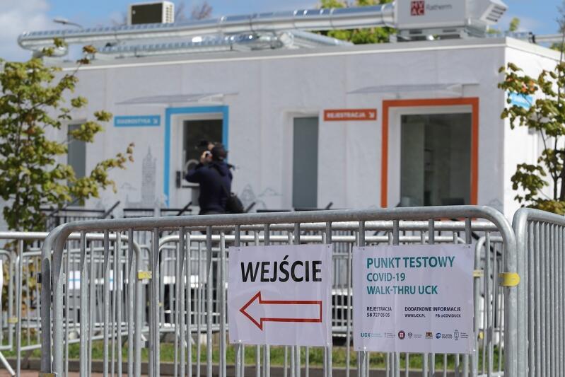 Centrum testowe walk-thru to mobilny moduł diagnostyczny, który łatwo przenieść w inne miejsce w razie potrzeby