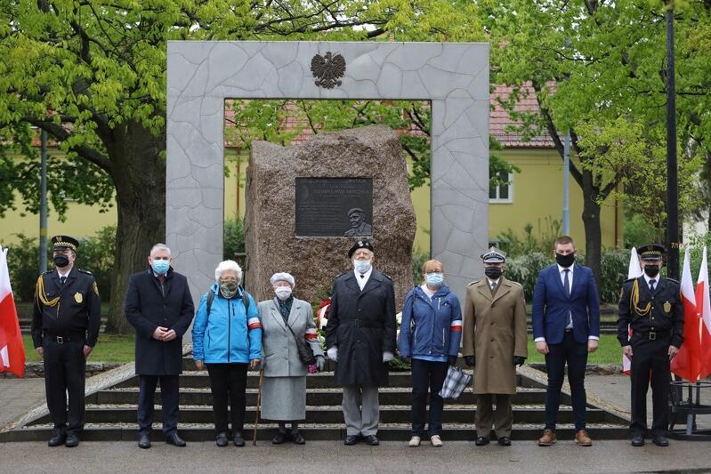 Miasto i przedstawiciele środowisk kombatanckich po wielu lat upamiętniają czyn bojowy PSZ na Strzyży, pod pomnikiem generała Maczka, który był dowódcą dywizji pancernej zasłużonej m.in. wyzwalaniem miast Holandii