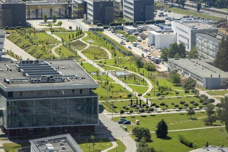 Lipiec 2019 - widok na Bałtycki Kampus Uniwersytetu Gdańskiego z perspektywy tarasu widokowego Olivia Business Centre