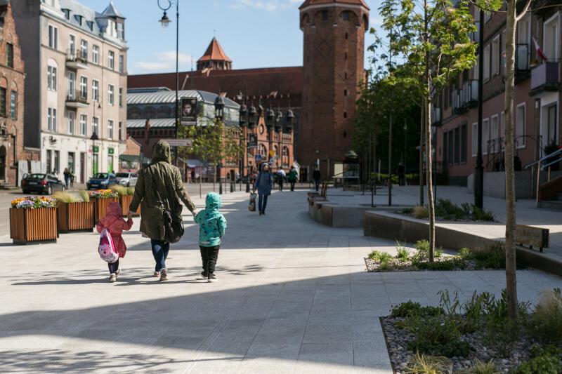Trzy miesiące wcześniej niż zakładano mieszkańcy Gdańska oraz turyści mogą korzystać z odnowionego skweru, znajdującego się przy ul. Podmłyńskiej na Starym Mieście