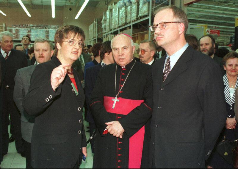 Otwarcie hipermarketu Auchan, 1998 r. Nz. od prawej Tomasz Posadzki, abp Tadeusz Gocłowski - metropolita gdański i Katarzyna Szypiło - rzecznik Auchan Gdańsk
