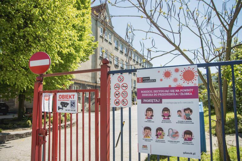Wejście do Szkoły Podstawowej nr 14 w Gdańsku