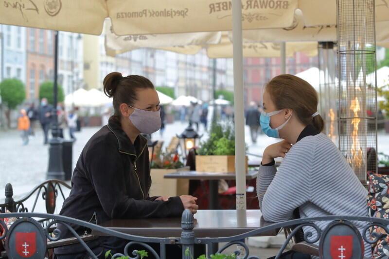 Choć może się wydawać, że sytuacja jest opanowana, w Polsce epidemia koronawirusa nie ustępuje. Pamiętajmy o tym i stosujmy się do zaleceń sanitarnych