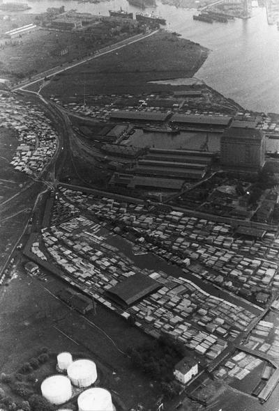 Zabudowania portowe w Gdańsku, rok 1934. Widać m.in. wyspę Holm (obecnie Ostrów), stocznię, basen amunicyjny i składy drzewne Jewelowskiego