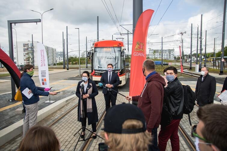 Przy węźle przy skrzyżowaniu ulic Warszawskiej i Jabłoniowej zorganizowano w poniedziałek briefing prasowy