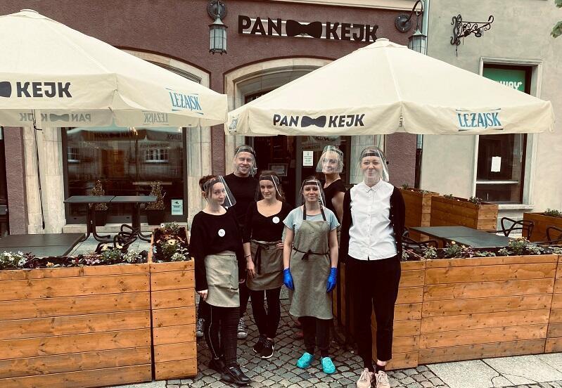 Ubraliśmy zbroje, odkaziliśmy stoliki i wszystko co się dało, teraz czekamy już tylko na Was - napisała ekipa restauracji Pankejk na swoim profilu na Fb (18 maja)