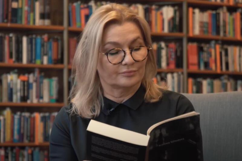 """Ewa Jendrzejewska od 2008 roku jest aktorką Teatru Wybrzeże. Posłuchajcie, jak w jej interpretacji brzmi """"Królowa Salwatora"""" Emmy Popik"""