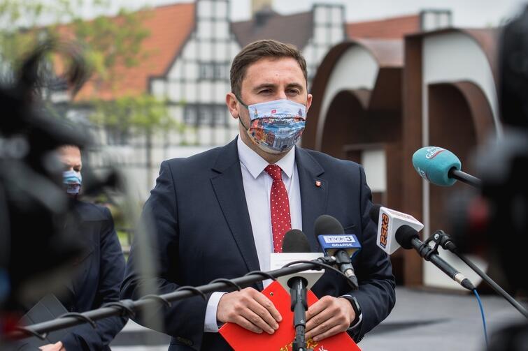 - Dziś przekroczyliśmy 100 mln zł jeśli chodzi o wypłaty w zakresie tarczy antykryzysowej - poinformował prezydent Grzelak