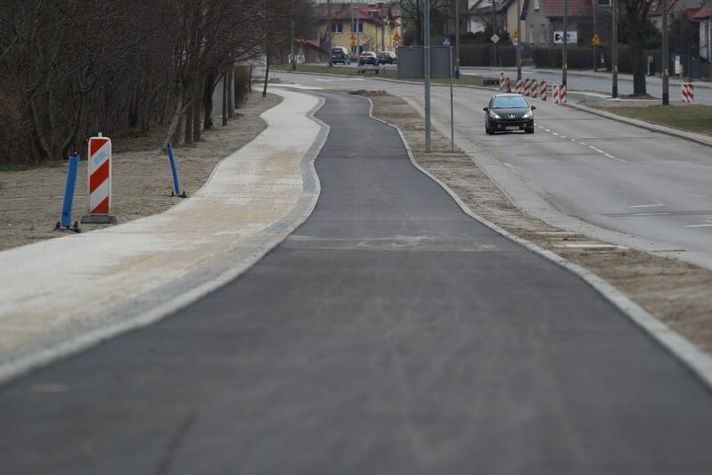 Nowa droga rowerowa wzdłuż ul. Potokowej jest niemal gotowa. Od czwartku wprowadzić trzeba jednak zmiany w ruchu kołowym