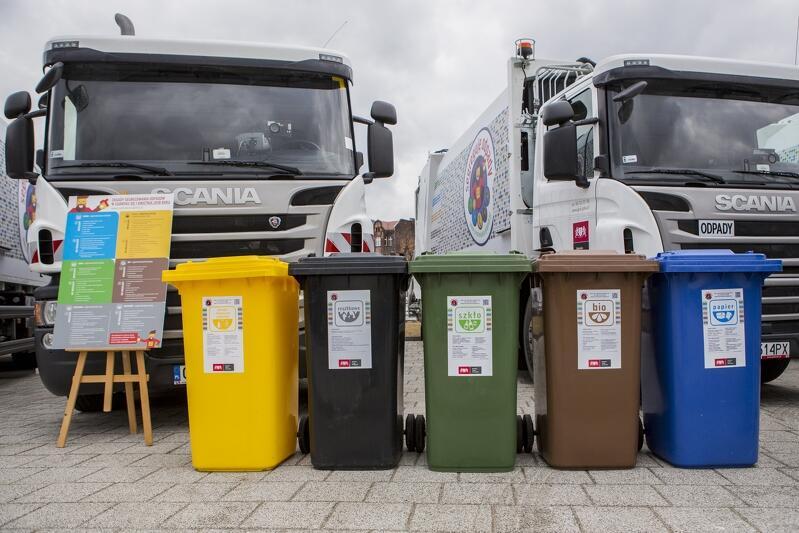 Pojemniki do segregacji odpadów na pięć frakcji