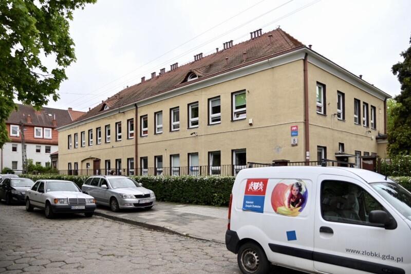 Żłobek przy ul. Racławickiej ma wiele zalet - jedną z nich jest zaciszne położenie wewnątrz spokojnego osiedla we Wrzeszczu Dolnym. Miasto chce, by ta placówka mogła przyjąć 30 maluchów więcej niż obecnie