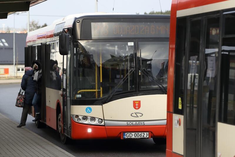 Bilety, ale tylko karnety za odliczoną gotówkę, będzie można znów kupić od 1 czerwca w gdańskich autobusach i tramwajach