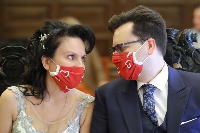 Izabela Chatziminas-Sójka i Mariusz Sójka są ratownikami medycznymi. Trwająca epidemia nie zmieniła ich planów na życie