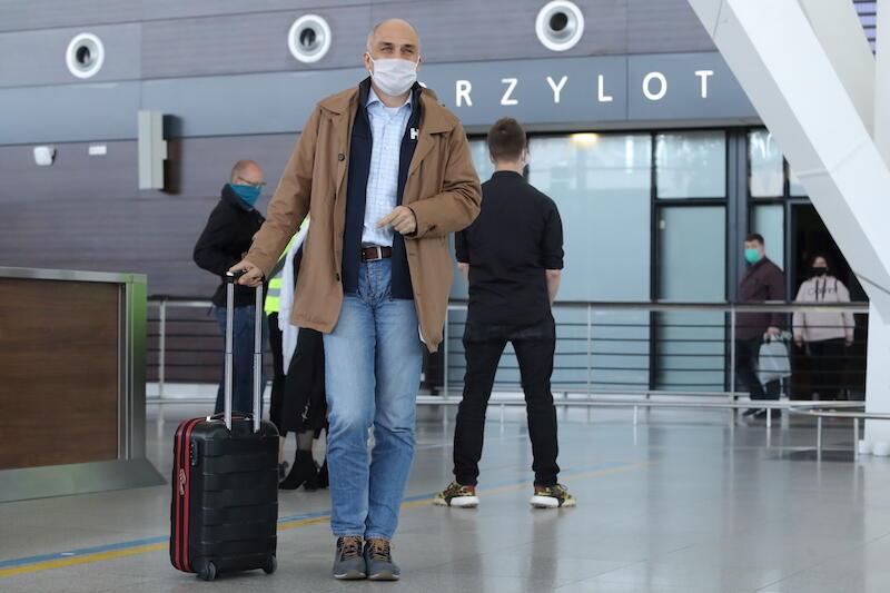 Nz. Michał Kacprzak - pasażer, który przyleciał do Gdańska z Krakowa