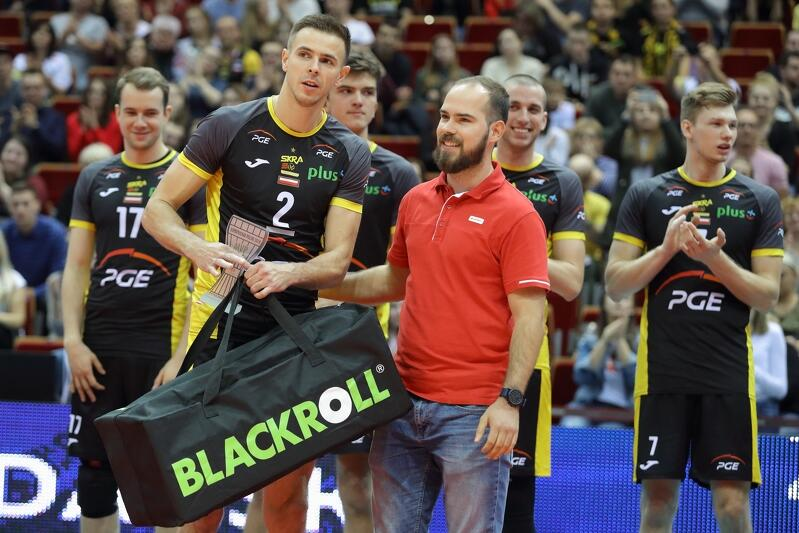 Mariusz Wlazły po meczu o Superpuchar Polski 2018 w Ergo Arenie odbiera nagrodę dla najbardziej wartościowego zawodnika meczu (MVP)