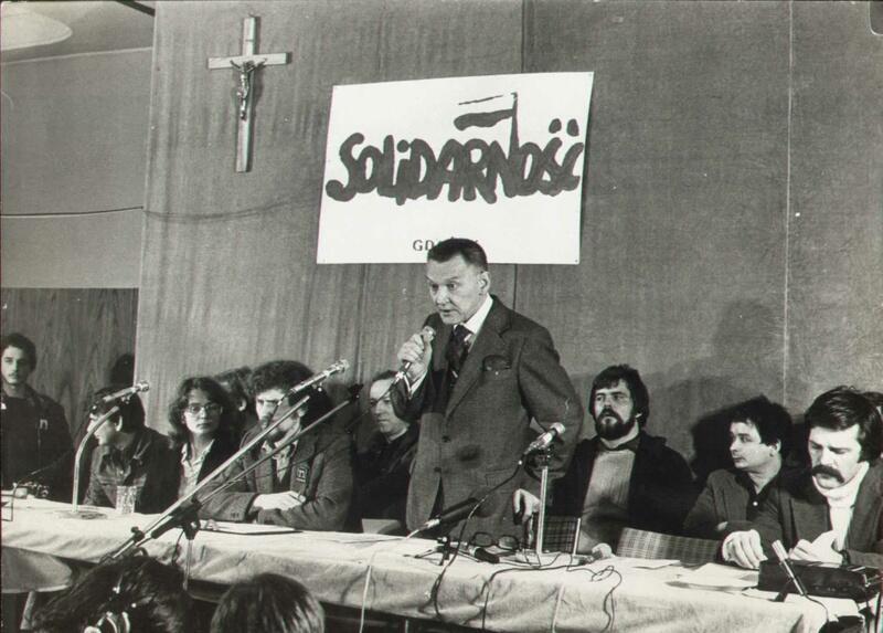 """Lech Bądkowski podczas obrad związkowców """"Solidarności"""" jesienią 1980 roku"""