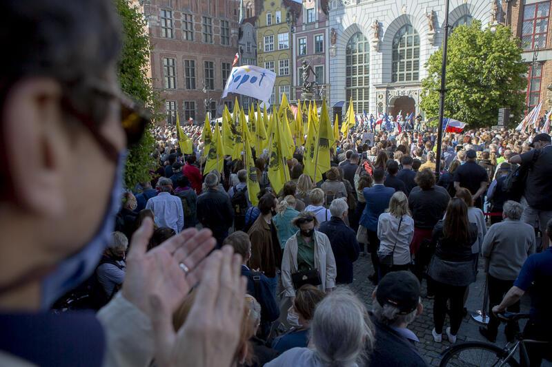 Przyszły tysiące ludzi, przemówienia prezydentów Gdańska i Warszawy często przerywał aplauz i skandowanie imienia Rafała Trzaskowskiego