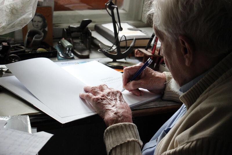 Jest autorem wielu książek, m.in. dla dzieci i młodzieży. Jego twórczość często naznaczona jest motywami marynistycznymi, ale równie chętnie pisał powieści przygodowe