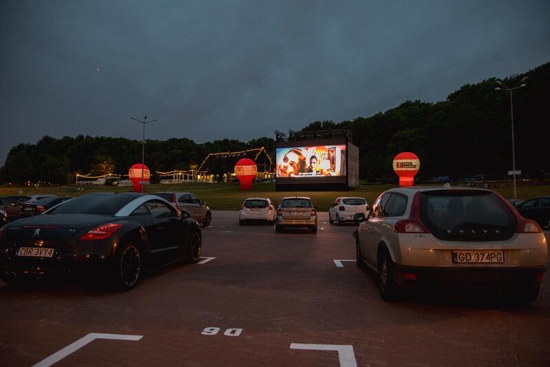 Kino samochodowe na Placu Zebrań Ludowych zadebiutowało w ostatni weekend maja 2020, inicjatywa będzie kontynuowana w każdy weekend od 6 czerwca do 9 sierpnia