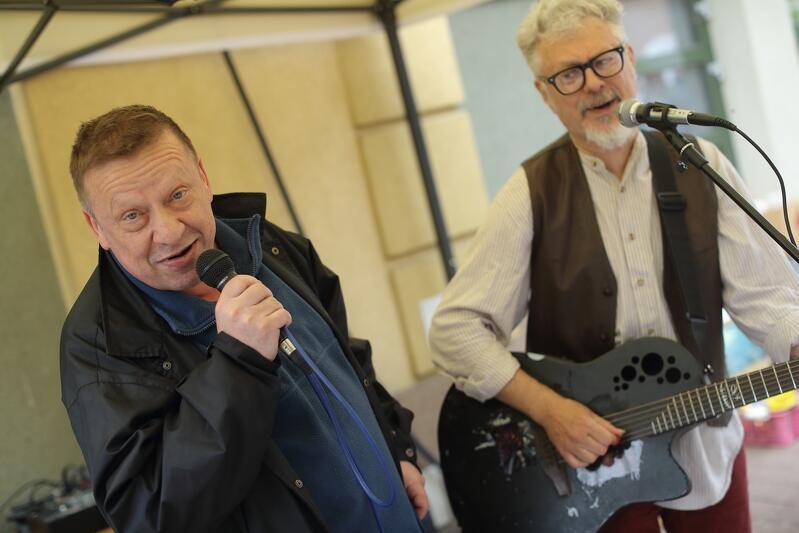 Tych panów w Gdańsku raczej nie trzeba przedstawiać - Jarek Janiszewski i Jarek Ziętek zagrali na pchlim targu 7 czerwca