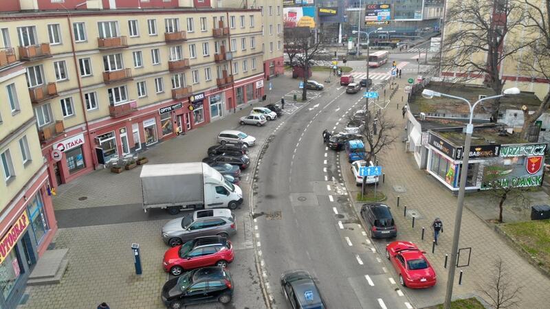 Ul. Dmowskiego jeszcze przed rozpoczęciem budowy drogi rowerowej