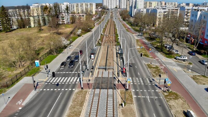 Dzięki budowie alei Pawła Adamowicza mieszkańcy zyskali nowe połączenia międzydzielnicowe: piesze, rowerowe, tramwajowe oraz samochodowe
