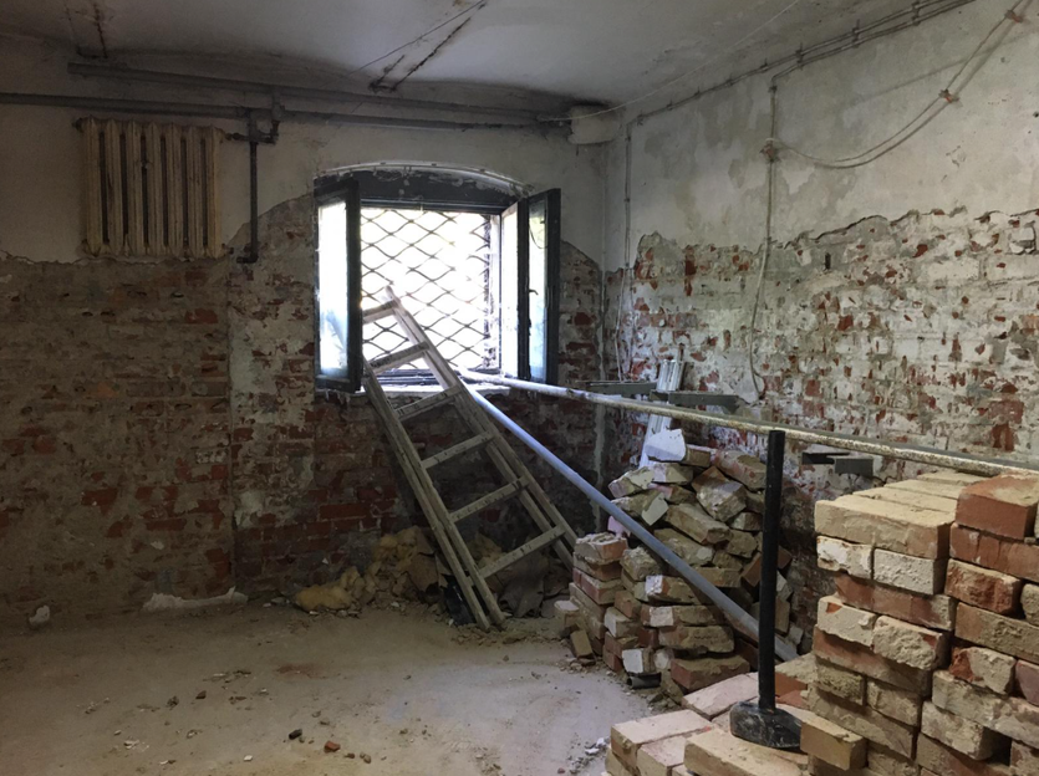 Prace prowadzone są obecnie wewnątrz budynku