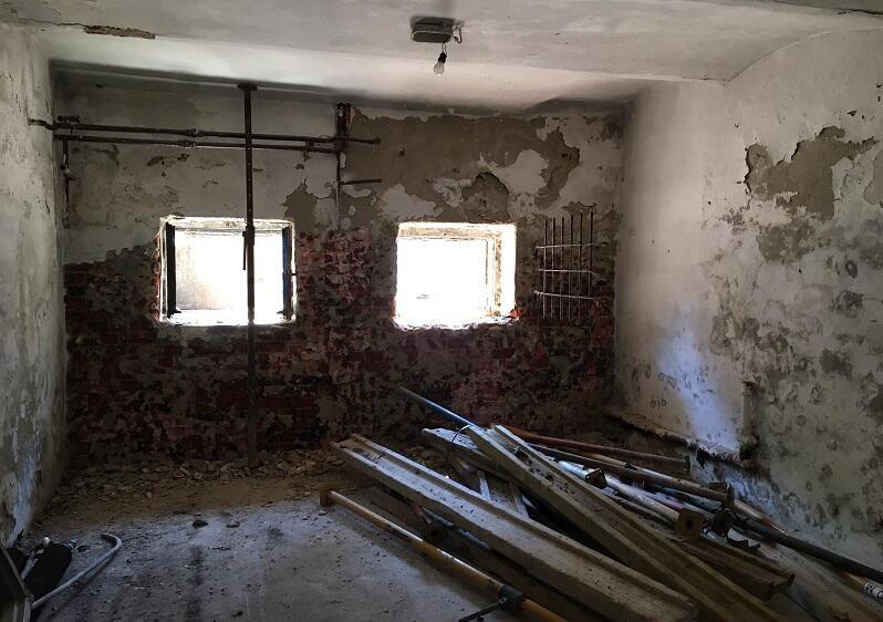 Trwa wyburzanie ścian działowych