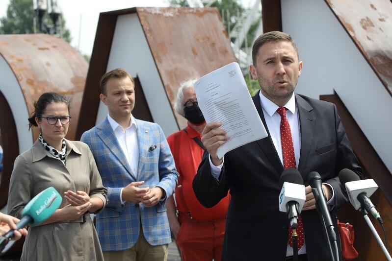 Zastępca prezydenta ds. przedsiębiorczości i ochrony klimatu Piotr Borawski zwrócił uwagę na to, że rząd chwali się Funduszem Dróg Samorządowych, który nie jest dla wszystkich