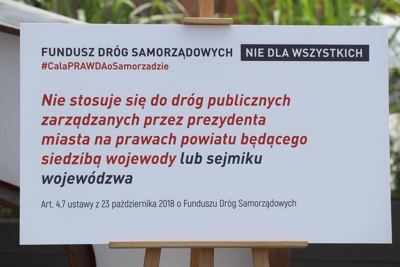 Fundusz Dróg Samorządowych owszem działa, ale rząd PiS przyznając środki ominął mieszkańców wojewódzkich - 10 mln mieszkańców polskich miast. O tym także rządowy spot milczy