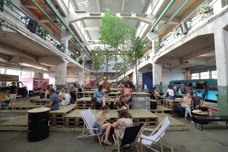 Na przekór epidemicznym przeciwnościom losu, w sobotę, 20 czerwca, do życia powróciło imprezowe centrum Gdańska - koncept W4 Food Squat skupiony wokół popularnej Ulicy Elektryków