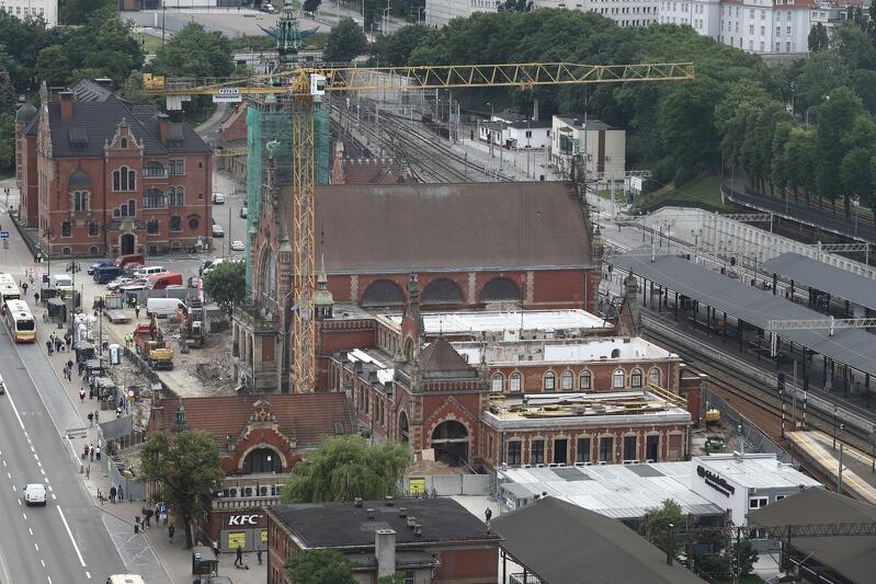 W ramach modernizacji dworca kolejowego Gdańsk Główny trwa obecnie częściowa zabudowa stropów po stronie zachodniej