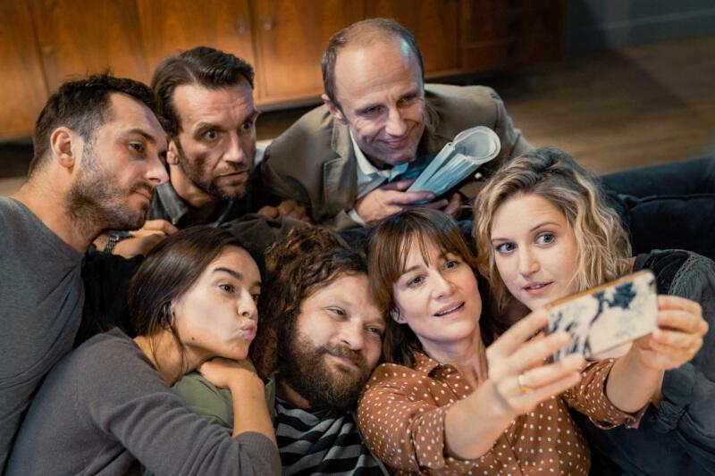 """""""(Nie)znajomi"""" to nasza rodzima produkcja - komedia w reżyserii Tadeusza Śliwy, nawiązująca fabułą do włoskiego filmu """"Dobrze się kłamie w miłym towarzystwie"""". Polski tytuł otworzy filmowy cykl we Wrzeszczu"""