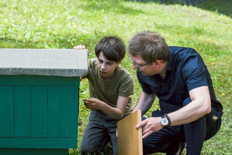 Bolek i Robert Tylingo to główni opiekunowie pasieki na Politechnice Gdańskiej, razem będą realizować projekty edukacyjne dotyczące pszczół, są już pierwsze plany...