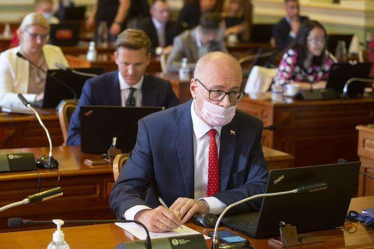 Kilku radnych, w tym przewodniczący klubu PiS Kazimierz Koralewski, przez całe czwartkowe posiedzenie nie zdejmował maseczki ochronnej