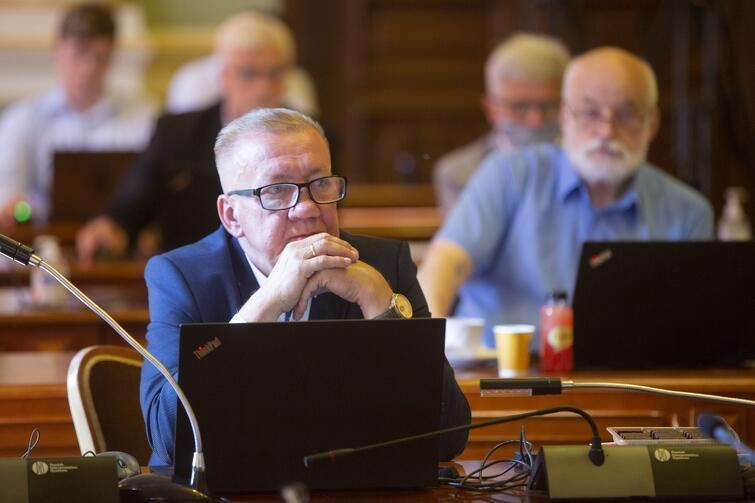 Radny WdG Piotr Dzik bronił pomysłu przekazania budynku po legendarnym klubie w ręce MTG