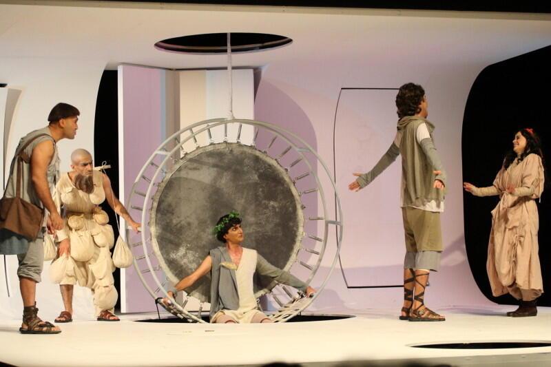 """Spektakl """"Sen nocy letniej"""" mogliśmy oglądać na gdańskich scenach teatralnych wielokrotnie. Tu Mostaghel Theatre, Iran, podczas Festiwalu Szekspirowskiego w 2018 roku"""