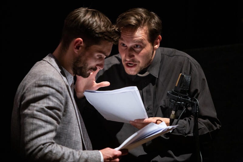 Grzegorzowi Otrębskiemu partnerował Sebastian Jasnoch - aktor, scenarzysta i reżyser filmowy, którego na scenie teatralnej klubu Żak mogliśmy oglądać po raz pierwszy