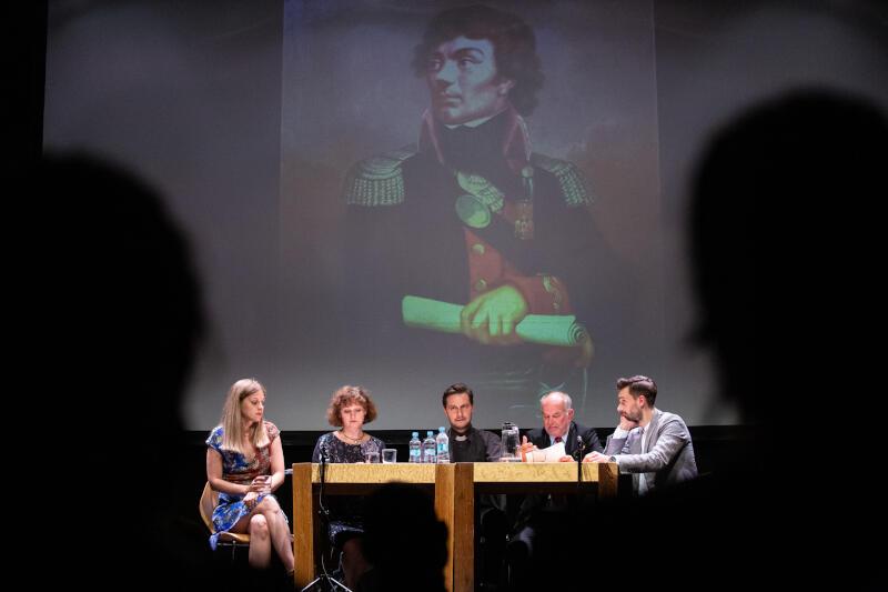 """Sztuka """"Farsa Narodowa"""" Mariusza Babickiego znalazła się w półfinale Gdyńskiej Nagrody Dramaturgicznej 2020. W poniedziałek, 29 czerwca, można ją było zobaczyć na scenie klubu Żak"""