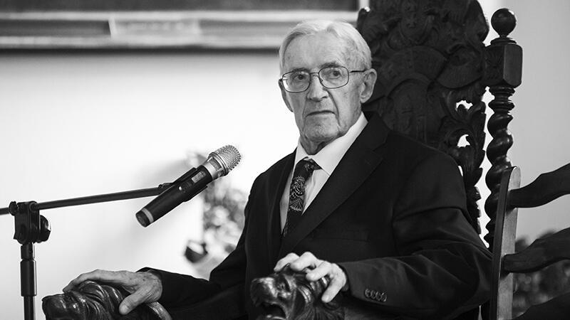 Stanisław Michel (1927-2020) przez całe życie związany był z Gdańskiem. Na zdjęciu w Ratuszu Głównego Miasta podczas odbierania nagrody Zasłużony w Historii Miasta Gdańska w październiku 2017 roku