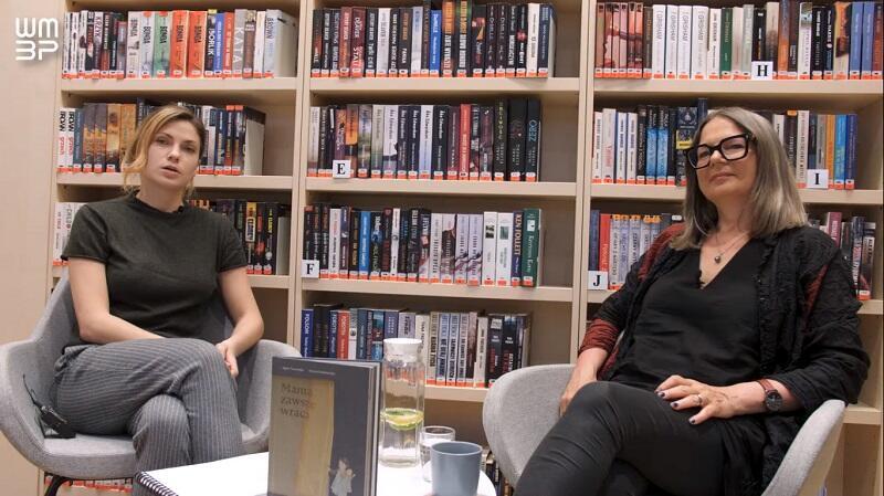 Rozmowę z Agatą Tuszyńską, którą poprowadziła Anna Burzyńska, zrealizowała została przez Wojewódzką i Miejską Bibliotekę Publiczną w Gdańsku we współpracy z Dyskusyjnymi Klubami Książki