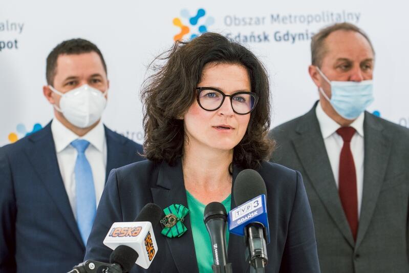 Prezydent Gdańska Aleksandra Dulkiewicz dziękowała samorządowcom z gmin ościennnych za współpracę przy projekcie rozwoju PKM